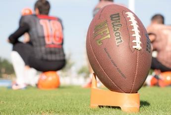 Hráči amerického fotbalu NFL žádají řešení situace mediací